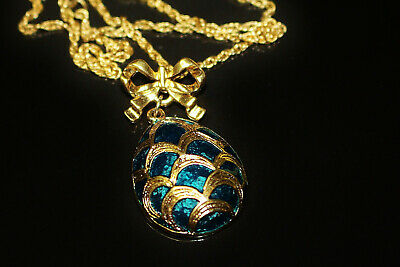 Vintage Avon Green and Gold Egg Pendant Necklace Enamel 1980's Exc Cond 419