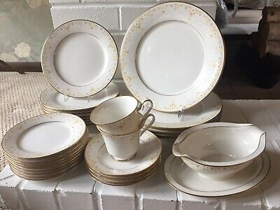 Lot 28 Piece Noritake China 'Fragrance' 7025 Plate Cup Saucer Gravy Boat Floral