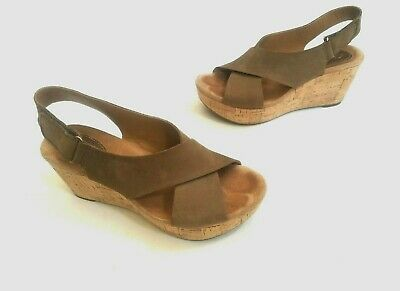 38f343cdee4 CLARKS Artisan Light Tan Nubuck CASLYNN SHAE Cork Wedge Sandals Shoes 7.5  (B03)