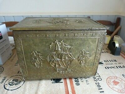 Collectable Vintage Brass Embossed & Wood Fireside Log/Coal Box Bucket Free P&P