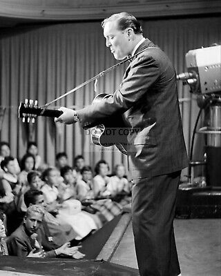 Bill Haley Legnedary Rock And Roll Singer - 8X10 Publicity Photo (Rt934)
