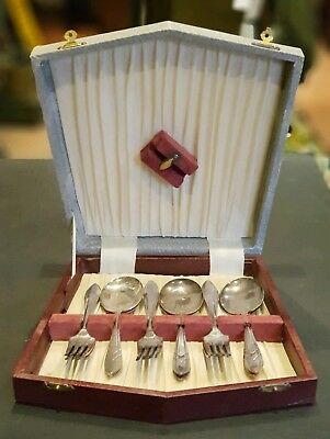 Vintage Boxed Desert Cutlery Set. Silver Plate Spoons and Forks.