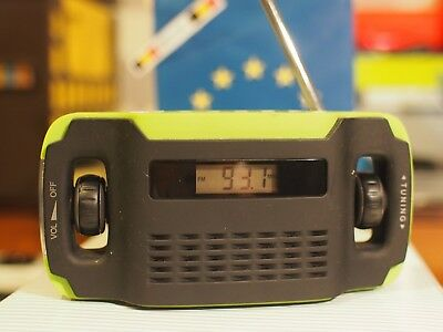 Green  Solar and Dynamo  led and  AM / FM Design Radio