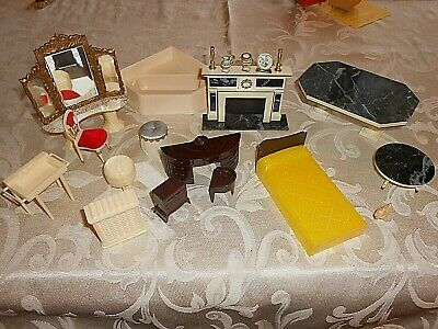 Mixed lot Miniature Dollhouse Furniture & Accessories 20+ Pieces