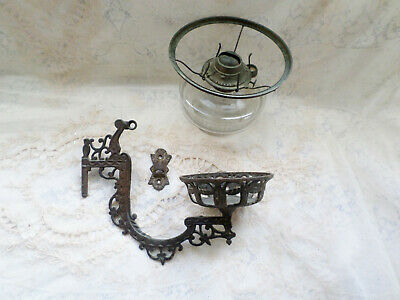 ANTIQUE ORNATE CAST IRON OIL / KEROSENE WALL MOUNT LAMP       ss