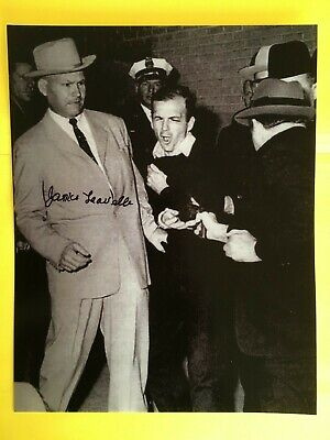 JAMES LEAVELLE > SIGNED  7.5X9.5  Detective Cuffed To LEE HARVEY OSWALD  >JFK