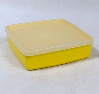 Tupperware #670-37 Square-A-Way Sandwich Keeper Yellow With Sheer Seal #671-36