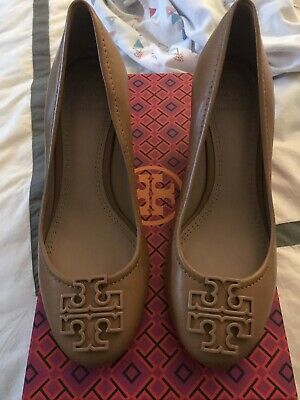 4b62d43b9581 TORY BURCH Tan Camel SALLY Round Toe Wedge Heels Shoes Women s Size 6 M NWB