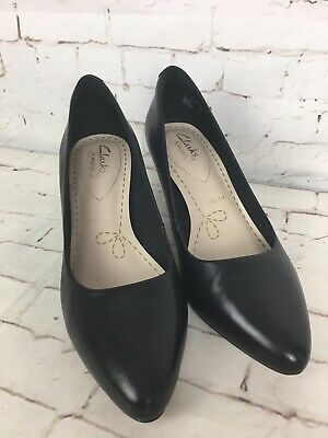 Clarks Isidora Faye Ladies Black Patent Court Shoes E Fit R11B