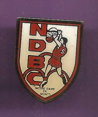 Pin's pin BASKET BALL NDBC NOTRE DAME DE MONTS (ref CL12)