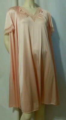 Vanity Fair Peignoir Pink Size Petite Nightgown and Housecoat Vintage