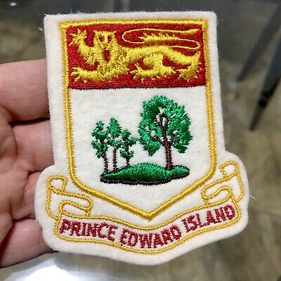 Vintage 'PRINCE Edward ISLAND Canada' EMBROIDERED Cloth PATCH Souvenir BADGE