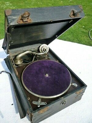Vintage Maxitone Portable Wind Up Gramophone in original Case