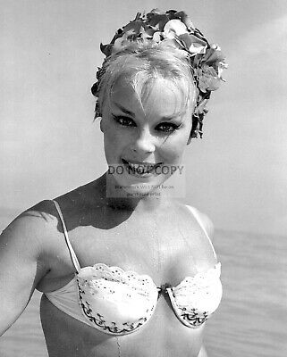 Actress Elke Sommer Pin Up - 8X10 Publicity Photo (Rt967)
