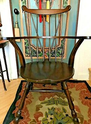 Antique Windsor Braced Fan Back Arm Chair Round Saddle Seat