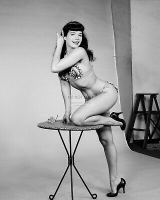Bettie Page Model And Actress Pin Up - 8X10 Publicity Photo (Ww078)