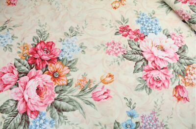 "Small Rose Floral 100/% cotton fabric sold by the meter 63/"" super width 1902451"