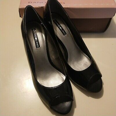 891329e2ef LADIES BANDOLINO OPEN Toe Navy Patent Heel BDMYLAH New in Box Size 8 ...