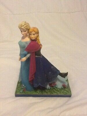 Disney Showcase Collection Frozen 'Sisters Forever' figurine