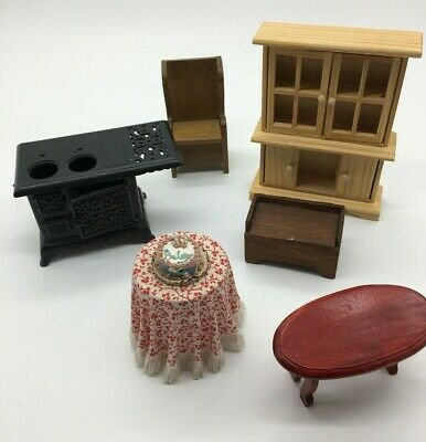 Lot of Vintage and Contemporary Doll House Furniture Dollhouse C7
