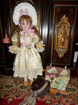 "HANDWERCK 31"" 109 DOLL ANTIQUE W/SALESMAN SAMPLE SUITCASE ~GORGEOUS DRESS    ss"