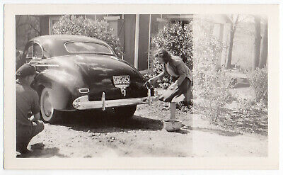 FOUND PHOTO Vintage Snapshot ca.1941 CHEVROLET Special DeLuxe Coupe VG+/Ex  (.F