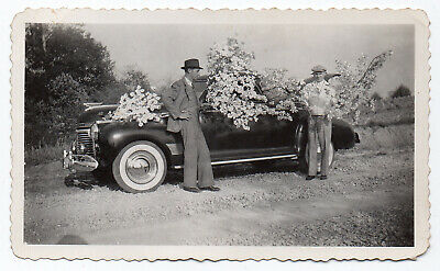 FOUND PHOTO Vintage Snapshot ca.1941 CHEVROLET Special DeLuxe Coupe VG+/Ex  (.L