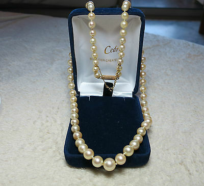Tour de cou perles./Pearl necklace of ancient in 18K yellow gold.
