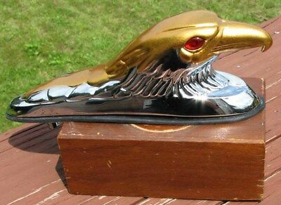 NOS ILLUMINATED GOLD and CHROME EAGLE MOTORCYCLE FENDER ORNAMENT THE EYES LIGHT