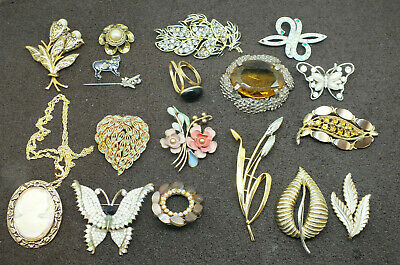JOB LOT OF 18 VINTAGE GOOD QUALITY  BROOCHES PINS SCARF RING  MID 20th CENTURY