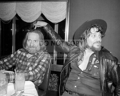 Willie Nelson And Waylon Jennings In 1978 - 8X10 Publicity Photo (Ww120)
