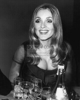 Actress Sharon Tate - 8X10 Publicity Photo (Dd426)