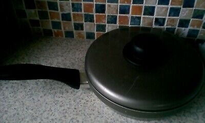 Unbranded Four Egg Poacher Pan With Lid Insulated Handle Metal 20Cm 15Cm Handle