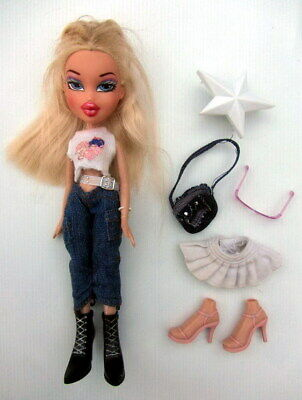 MGA & Co BRATZ DOLL - Funk Out! CLOE with Accessories (2004)
