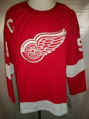 589d622c8 Gordie Howe Detroit Red Wings Red & White Throwback CCM NHL Jersey Medium