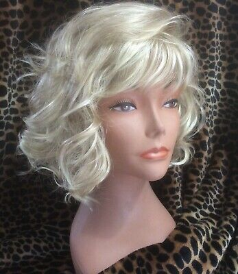 PAULA YOUNG  QUALTY  Mid Length Wavy BOB BLOND