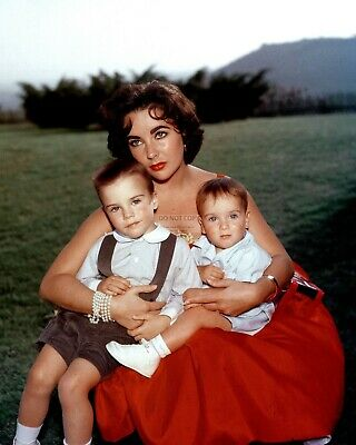 Elizabeth Taylor With Sons Legendary Actress - 8X10 Publicity Photo (Ww235)