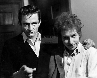 Johnny Cash And Bob Dylan In 1968 - 8X10 Publicity Photo (Ww330)