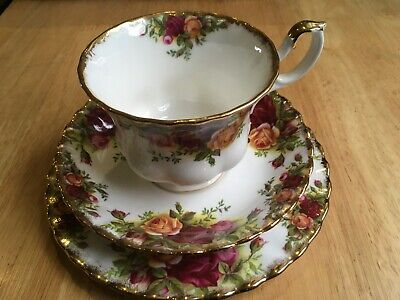 Royal Albert Old Country Roses Trio - Cup Saucer Plate - 1St Quality - 1963-72