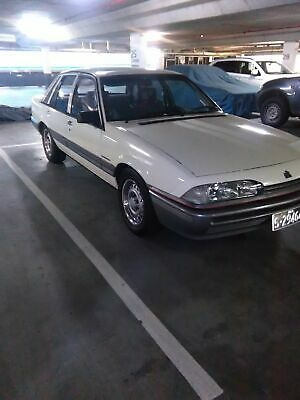 Holden Commodore VL executive 98,000 ks