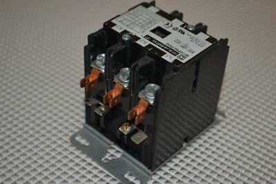 One New Square D Definite Purpose Contactor 8911Dpsg13V02.