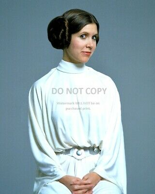 """Carrie Fisher As """"Princess Leia"""" Star Wars - 8X10 Publicity Photo (Dd552)"""