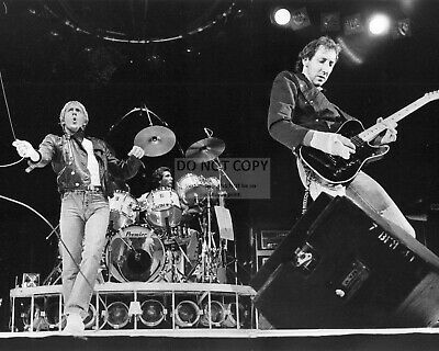"""Roger Daltrey And Pete Townshend In The Rock Band """"the Who"""" - 8X10 Photo (Dd598)"""