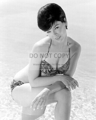 Actress Yvonne Craig Pin Up - 8X10 Publicity Photo (Dd644)