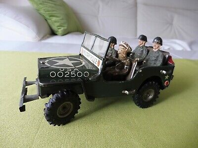 Altes Blechauto / Arnold Jeep 2500, Military Police 1953 + Figuren