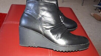 Marks and spencer  boots size 5.