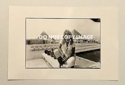 "ORIGINAL / VINTAGE Farrah Fawcett in Egypt Press Photo  - 8"" x 5.5"""