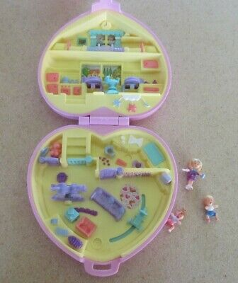 1995 Bluebird Polly Pocket pink quilted heart nursery compact &  3 dolls VINTAGE