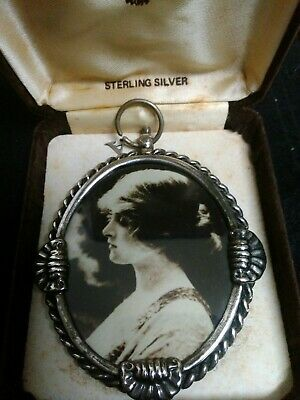 Vintage sterling silver photo frame 9.5cm x 7.5cm Has to be hanging. Hallmarked.