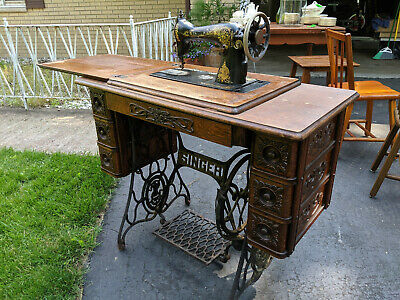 Antique 1910 Singer Sewing Machine w/ Treadle Cabinet. Model number G4250715